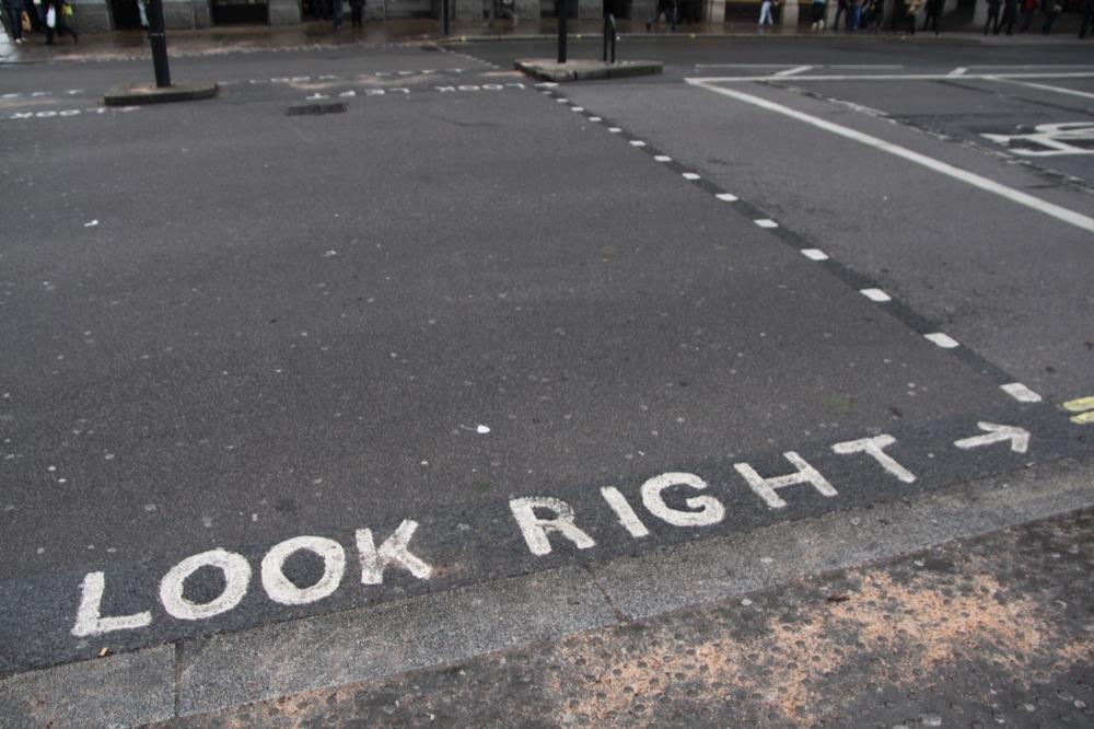Achtung Linksverkehr !