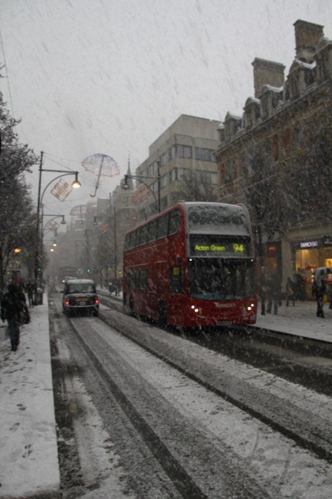 Doppeldecker im Schnee